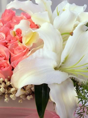Özel Kutuda Pembe Güller ve Lilyumlar Kutuda Çiçek çiçek gönder