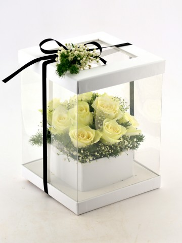 Aşkın En Saf Hali 11 Beyaz Gül Kutuda Çiçek çiçek gönder