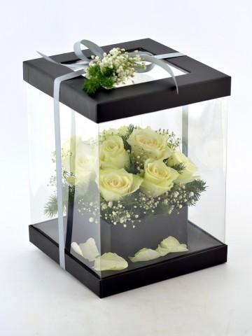 Şeffaf Kutuda 11 Beyaz Gül  Kutuda Çiçek çiçek gönder