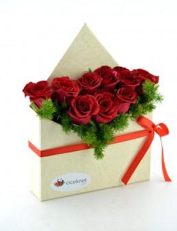 Bir Aşk Mektubu Kırmızı Güller  çiçek gönder