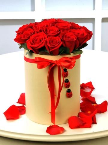 Kırmızının Uğuru 13 Kırmızı Gül Kutuda Çiçek çiçek gönder