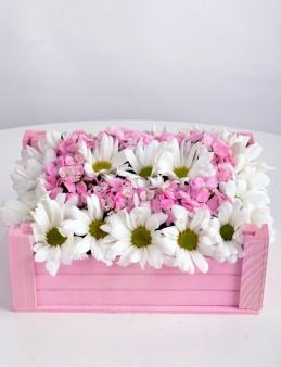 Ahşap Kasada Kır Çiçekleri  çiçek gönder