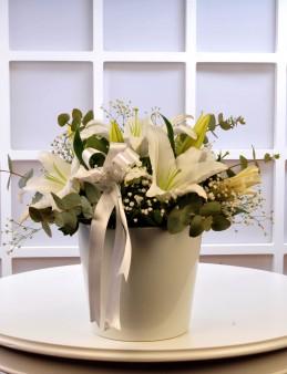 Beyaz Lilyum Arajmanı  çiçek gönder