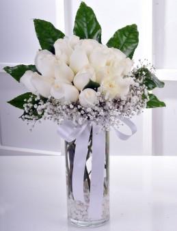 Vazoda 21 Beyaz Gül Arajmanı..  çiçek gönder