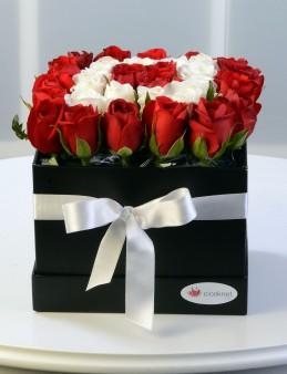 Kare Kapaklı Kutuda Güller.  çiçek gönder