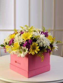 Pembe Kare Kutuda Kır Çiçekleri  çiçek gönder