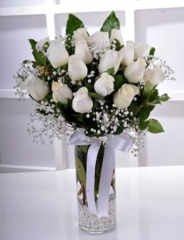 Vazoda 17 Beyaz Gül..  çiçek gönder