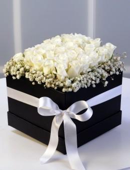 Siyah Kare Kutuda Beyaz Gül Aranjmanı  çiçek gönder