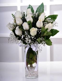 Vazoda 11 Beyaz Gül Arajmanı.  çiçek gönder