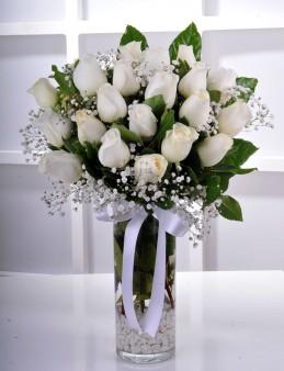 Vazoda 21 Beyaz Gül..  çiçek gönder