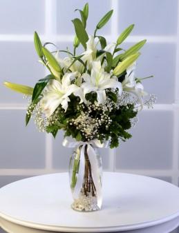 Cam Vazoda Lilyum Aranjmanı  çiçek gönder