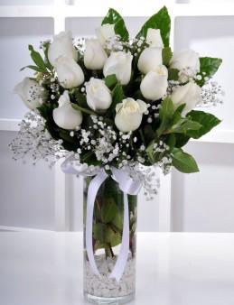 Masumiyetin 15 Beyaz Gülü Çiçek Aranjmanı  çiçek gönder
