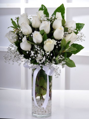 Masumiyetin 15 Beyaz Gülü Çiçek Aranjmanı Aranjmanlar çiçek gönder