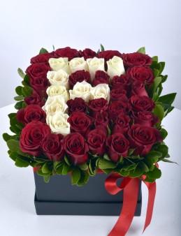 Güllere Yazdım Baş Harfini Kişiye Özel Gül Arajmanı.  çiçek gönder