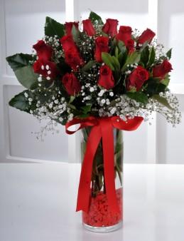 Vazoda 15 Kırmızı Gül..  çiçek gönder