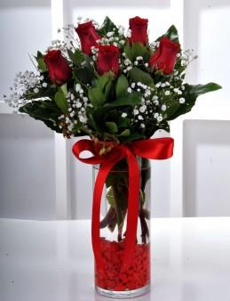 Vazoda 5 Kırmızı Gül Çiçek Arajmanı.  çiçek gönder