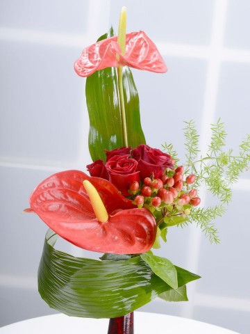 Bir Tebessüm Kırmızı Güller Aranjmanlar çiçek gönder