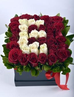 Kalbindeki Harfi Güllerle Yaz Kişiye Özel Baş Harf   çiçek gönder