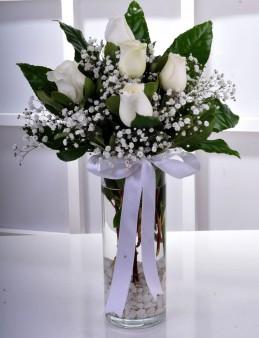 Vazoda 5 Beyaz Gül.  çiçek gönder