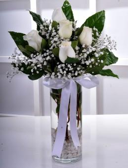 Vazoda 5 Beyaz Gül..  çiçek gönder