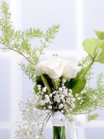 Zarafetin Melodisi Beyaz Güller Aranjmanlar çiçek gönder
