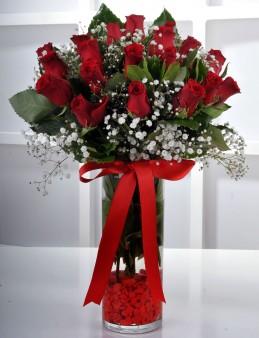 Vazoda 19 Kırmızı Gül..  çiçek gönder