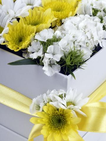 Özel Kutuda Kır Çiçekleri Kutuda Çiçek çiçek gönder
