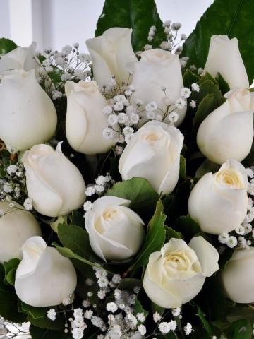 Vazoda 19 Beyaz Gül Aranjmanı Aranjmanlar çiçek gönder