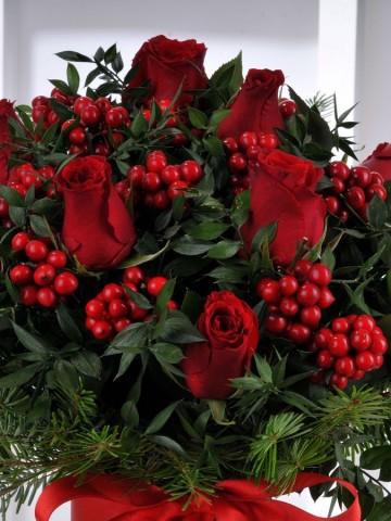 Kokina ve Kırmızı Güllerden Yılbaşı Arajmanı Aranjmanlar çiçek gönder