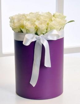 Mor Silindir Kutuda Beyaz Gül Aranjmanı  çiçek gönder