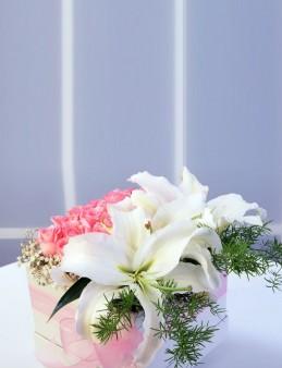 Özel Kutuda Pembe Güller ve Lilyumlar  çiçek gönder