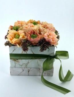 Mermer Desenli Kutuda Turunçu Güller  çiçek gönder