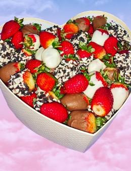 Kalp Kutuda Çikolatalı Çilek Büyüsü  çiçek gönder