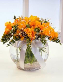 Akvaryum Camda Sarı Frezyalar  çiçek gönder