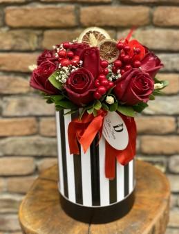 Kutuda 11 Kırmızı Gül  çiçek gönder