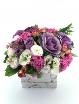 Mermer Desenli Kutuda Tasarım Çiçek Aranjmanı  çiçek gönder