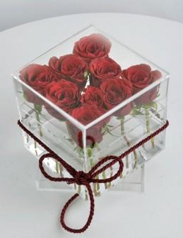Şeffaf Bir Aşkla Kırmızı Güller  çiçek gönder