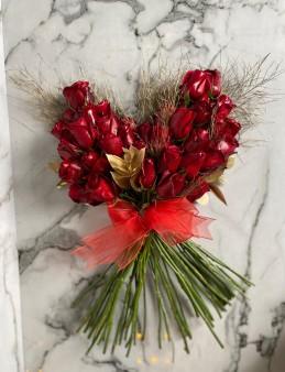 Kalp Şeklinde Lüks Kırmızı Gül Buketi  çiçek gönder