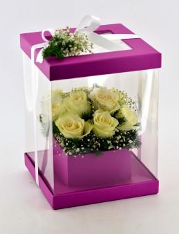 Şeffaf Fuşya Kutuda 11 Beyaz Gül  çiçek gönder