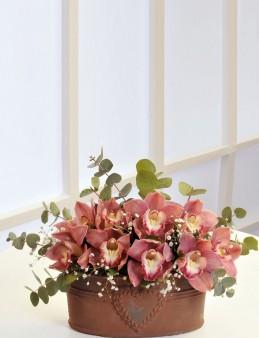 Kalpli Bakır Vazoda Kesme Orkideler  çiçek gönder