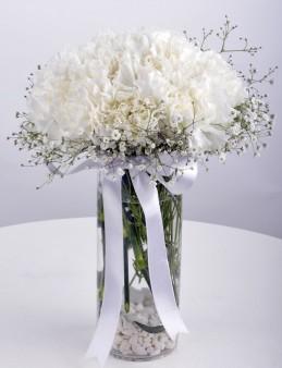 Karanfil Kokulu Masumiyet Aranjmanı.  çiçek gönder