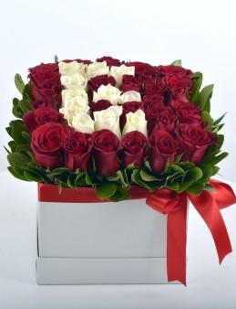 Kutuda Kişiye Özel Güllerden Oluşan Harf Çiçek..  çiçek gönder