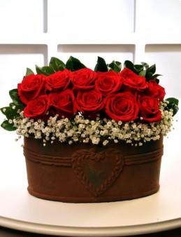 Bakır Rengi Kalpli Seramikte Kırmızı Güller   çiçek gönder
