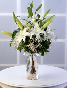 Beyaz Lilyum Aranjmanı  çiçek gönder