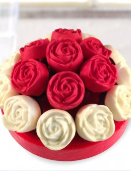 Çikolatalı Gül Kekler  çiçek gönder