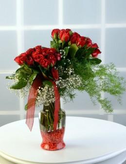 Mutluluğun Simgesi 50 Kırmızı Gül  çiçek gönder