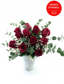 Beyaz İthal Cam Vazoda 11 Gül Aranjmanı  çiçek gönder
