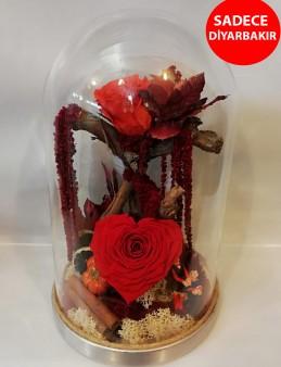 Gold Fanus İçerisinde Kalp Şeklinde Solmayan Gül Aranjmanlar çiçek gönder