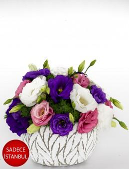 Yaprak Desenli Beton Seramikte Lisyantüsler Aranjmanlar çiçek gönder