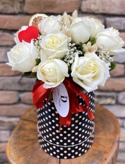 Kutuda 11 Beyaz Gül  çiçek gönder